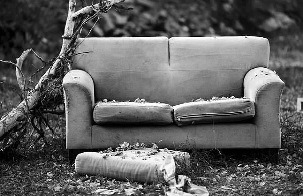 古いソファー
